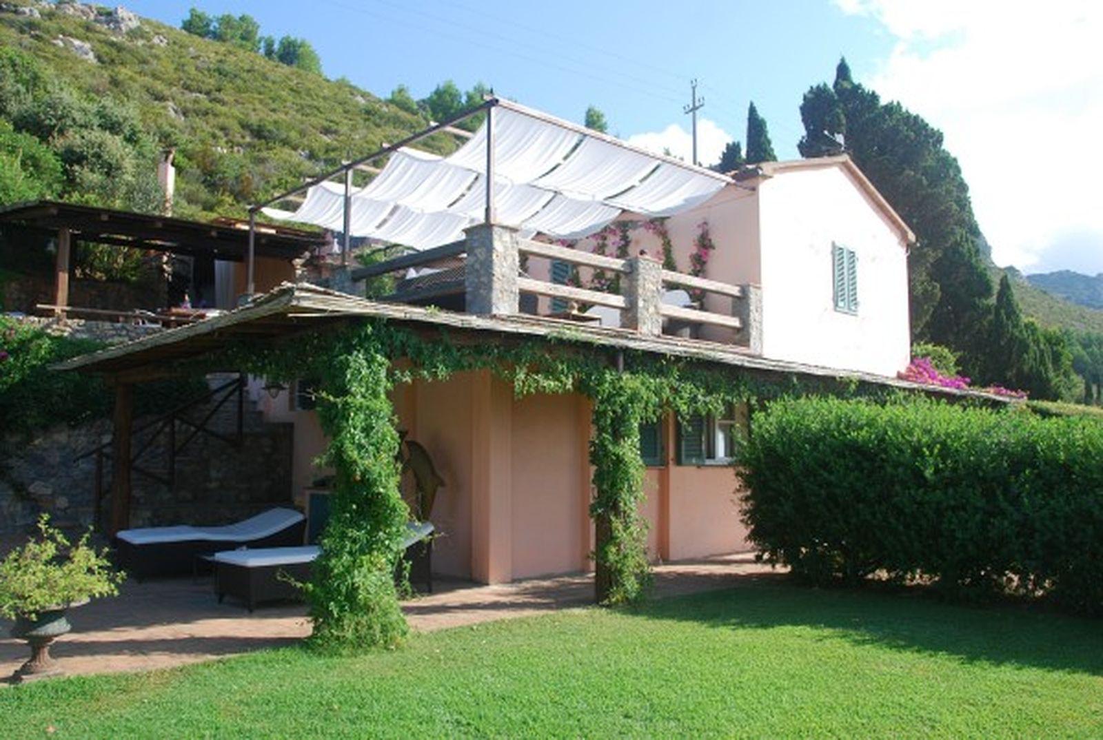 Villa con vista mozzafiato for 3 piani di garage per auto con stanza bonus